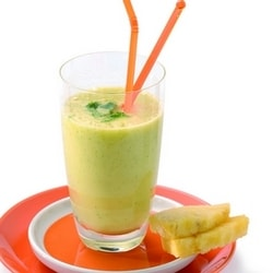 Pineapple and coriander juice with fresh ginger