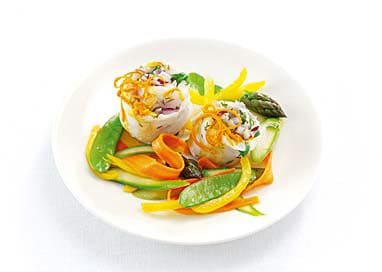Small fish rolls with colourful vegetables